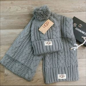 UGG Winter Set Scarf Hat New With Tags Grey